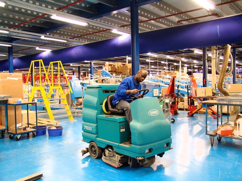 Schoonmaak van bedrijfshallen - over schoonkantoor - Schoonkantoor.nl